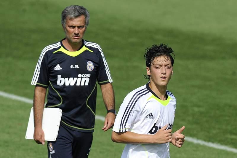 Mourinho entende venda de Özil ao Arsenal