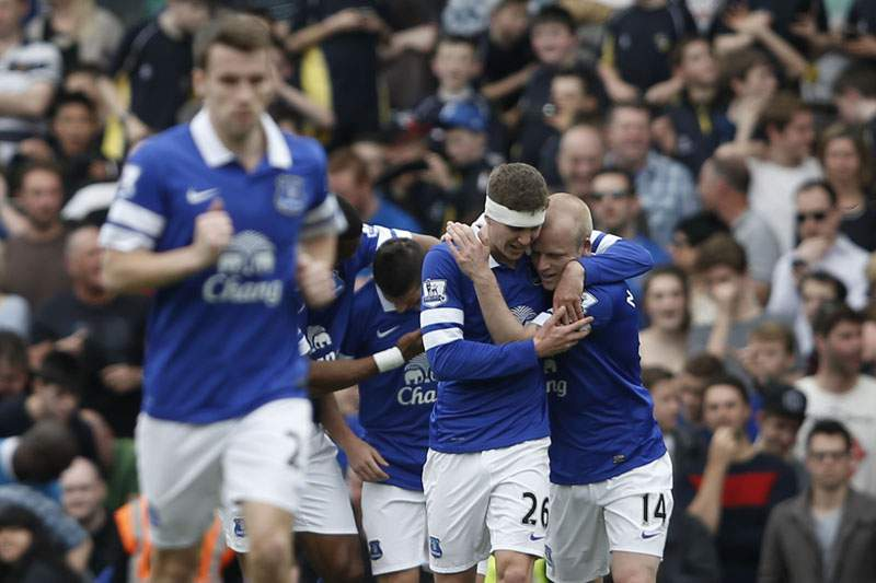 Everton pressiona Arsenal no quarto lugar