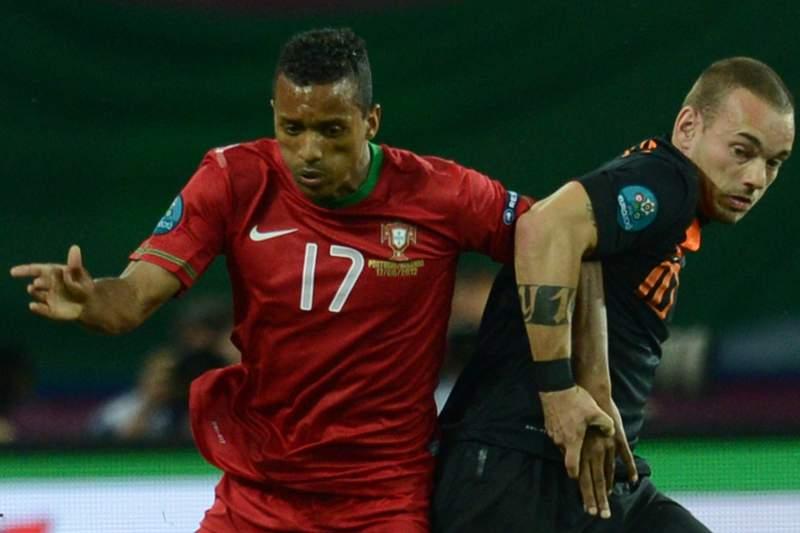 Nani e Sneijder, troca por troca