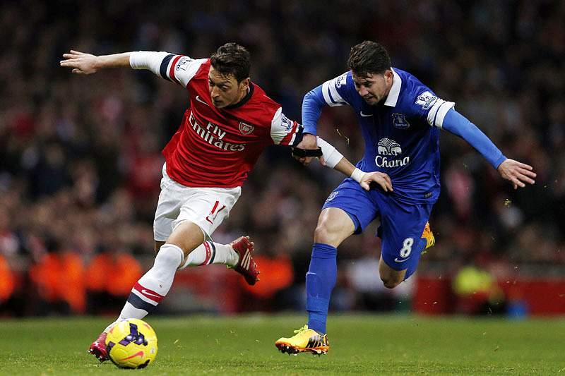 Arsenal empata em casa, mas mantém liderança