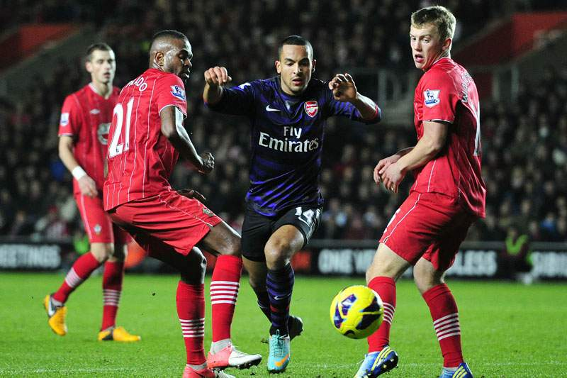 Southampton trava Arsenal com José Fonte a titular