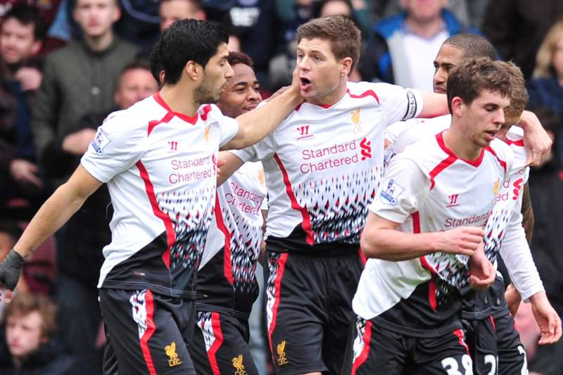 Liverpool sofre para recuperar o 1º lugar