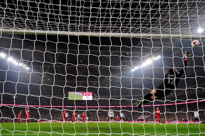 Guarda-redes Wojciech Szczesny prolonga contrato