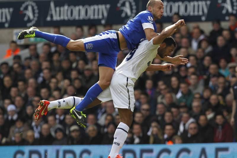 Sigurdsson salva Tottenham da derrota