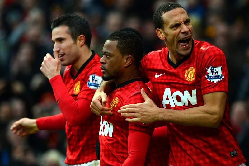 Ferdinand renova contrato com o Manchester United