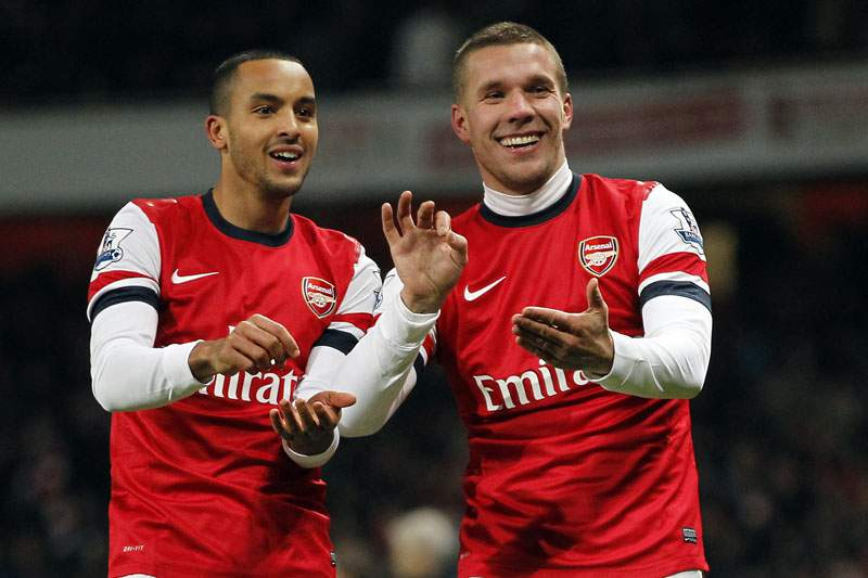 Lukas Podolski de fora dez semanas devido a lesão na coxa