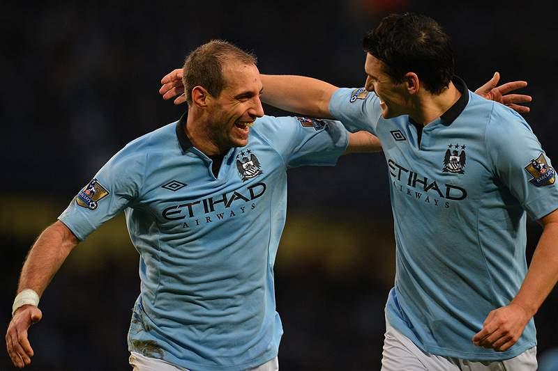 Manchester City não cede na perseguição à liderança