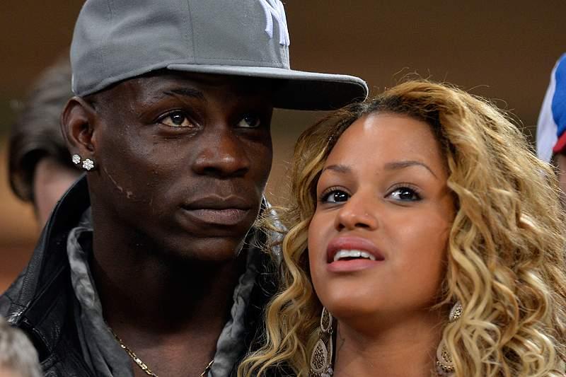 Balotelli dedica golaço à namorada Fanny
