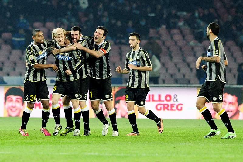 Udinese vence Inter e garante lugar nos