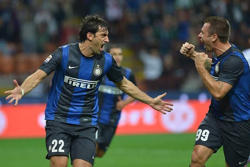 Inter vence e cola-se à Lazio