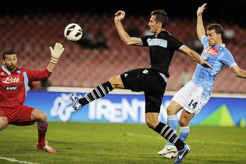 Klose dá exemplo de fair play