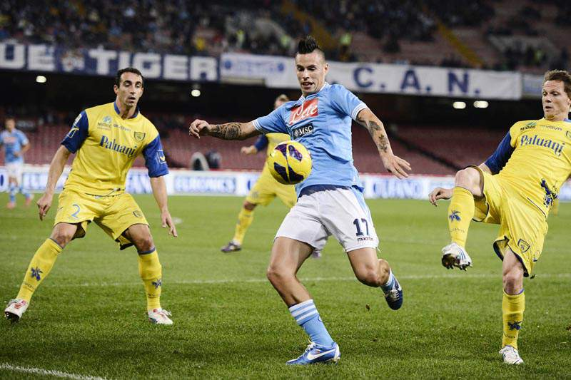 Nápoles vence e mantém-se a três pontos da Juventus