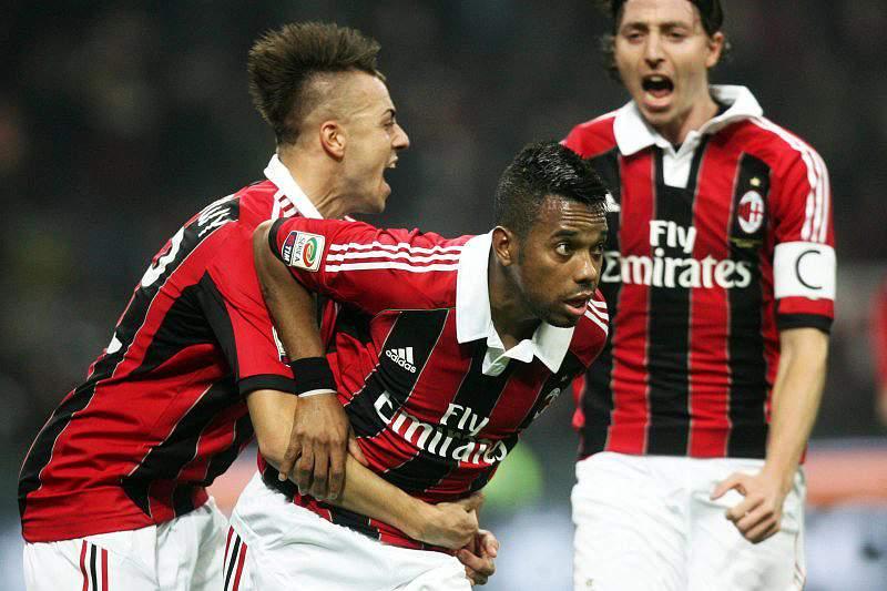 Milan vence líder Juventus e sobe ao nono lugar