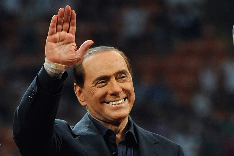 Berlusconi dá estratégia para bloquear o Barcelona