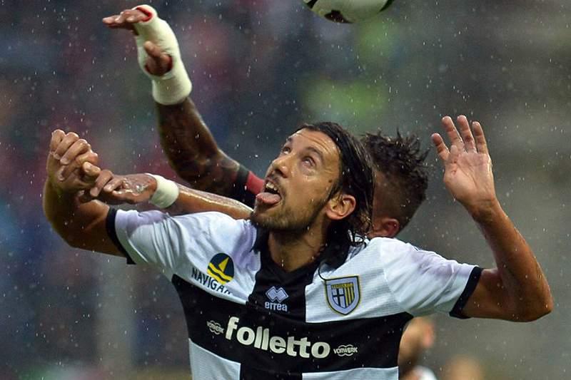 Milan contrata Zaccardo