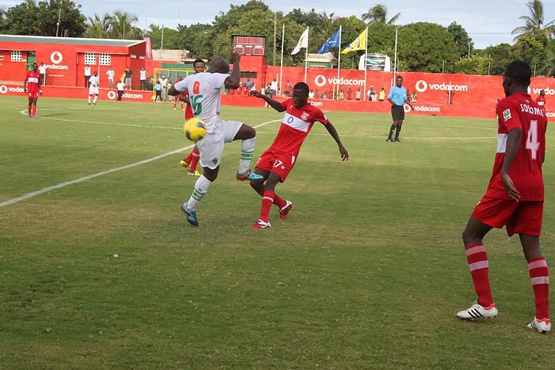 Liga elimina United e aguarda pelo representante nigeriano