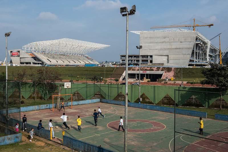 Queda de grua em estádio de São Paulo aconteceu por afundamento do solo