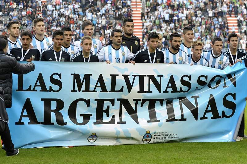 Seleção da argentina reivindica soberania das Malvinas