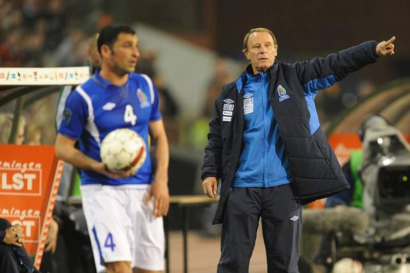 Berti Vogts permanece no comando da seleção do Azerbaijão