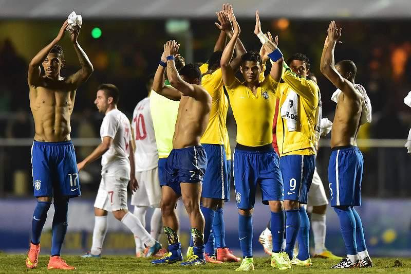 Brasil vence Sérvia pela margem mínima
