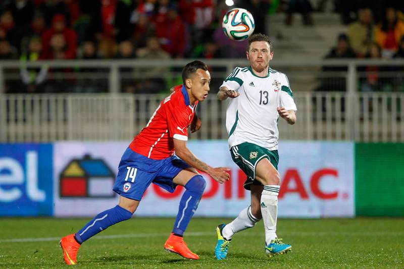 Chile bate Irlanda do Norte no