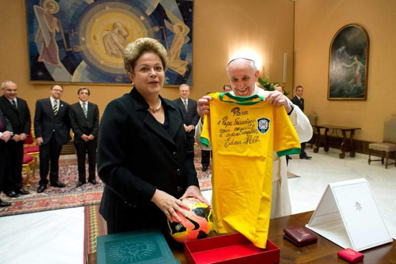 Dilma Rousseff pede