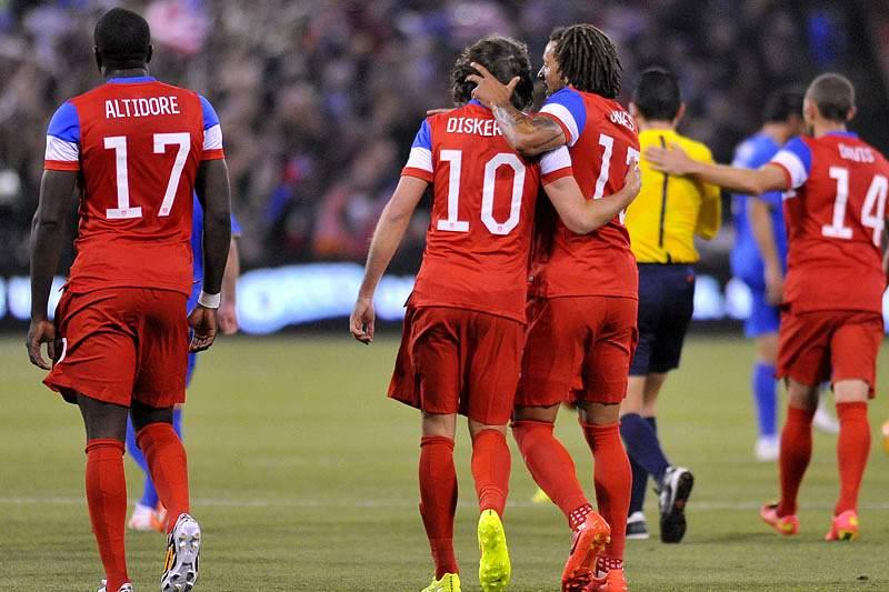 Estados Unidos vencem Azerbaijão com dois golos na reta final