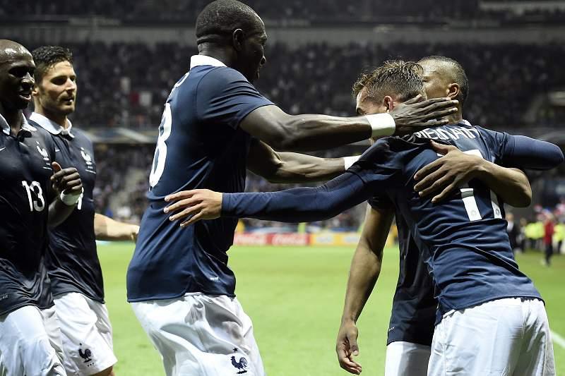 França tropeça no teste com o Paraguai