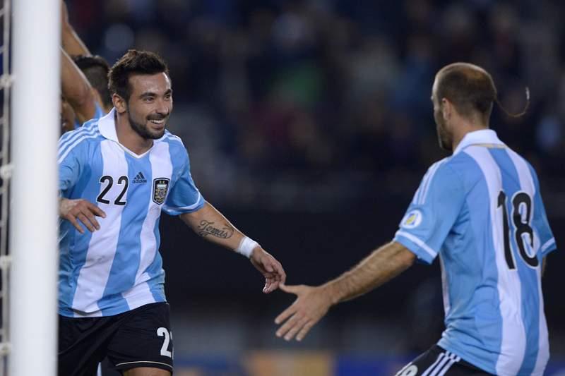 Argentina bate Peru e vence zona sul-americana