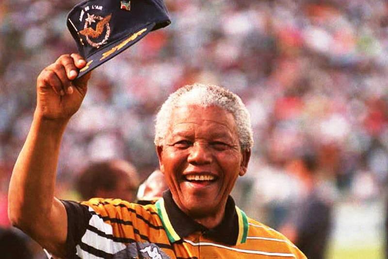 FIFA homenageia Mandela antes do sorteio