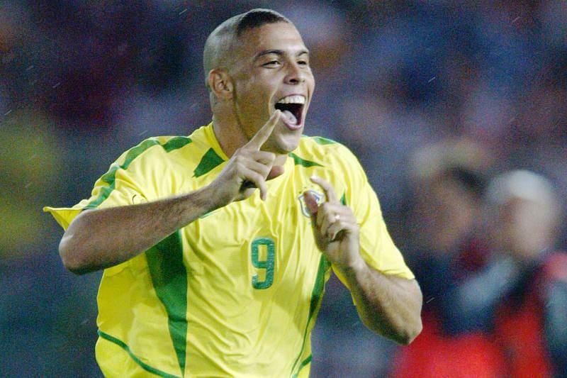 Ronaldo, o fenómeno, aposta em Messi