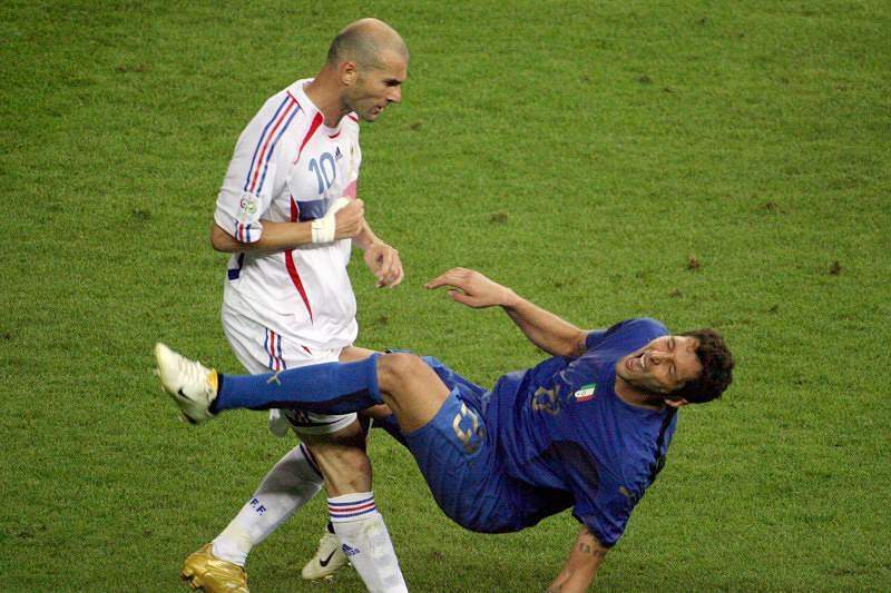 Zidane na história também pelos piores motivos