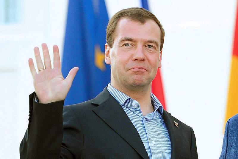 Dmitri Medvedev felicita seleção pela vitória sobre Portugal