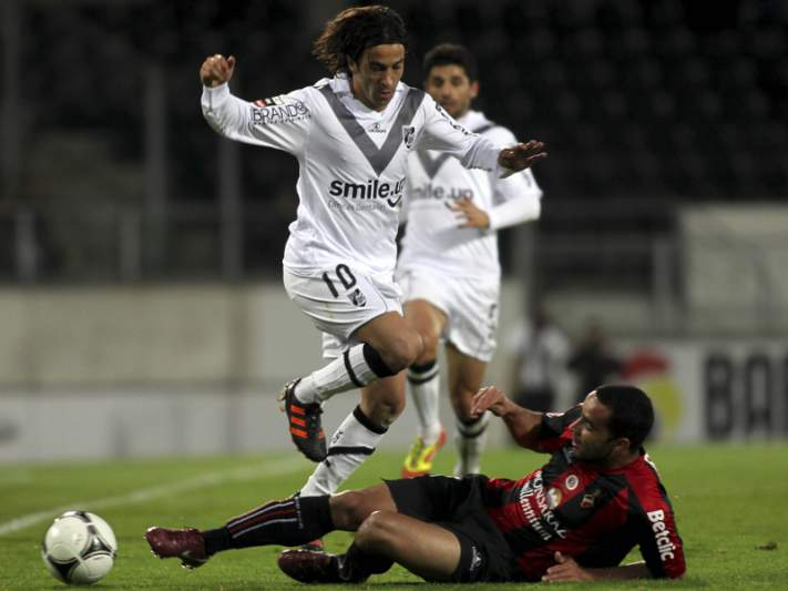 Guimarães deixa-se empatar pelo Olhanense