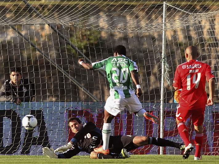 Benfica empata e entrega título ao FC Porto