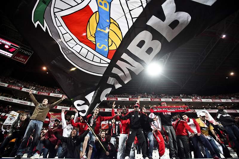 UEFA multa Benfica em 32 mil euros por petardos