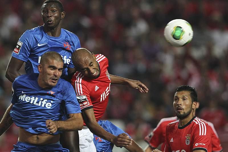 Benfica no Restelo para consolidar liderança