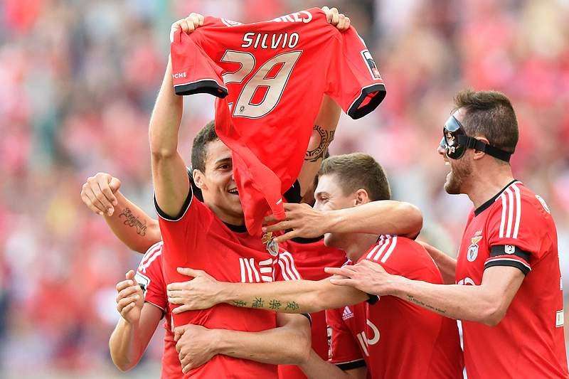 Benfica e Adidas renovam acordo até 2021