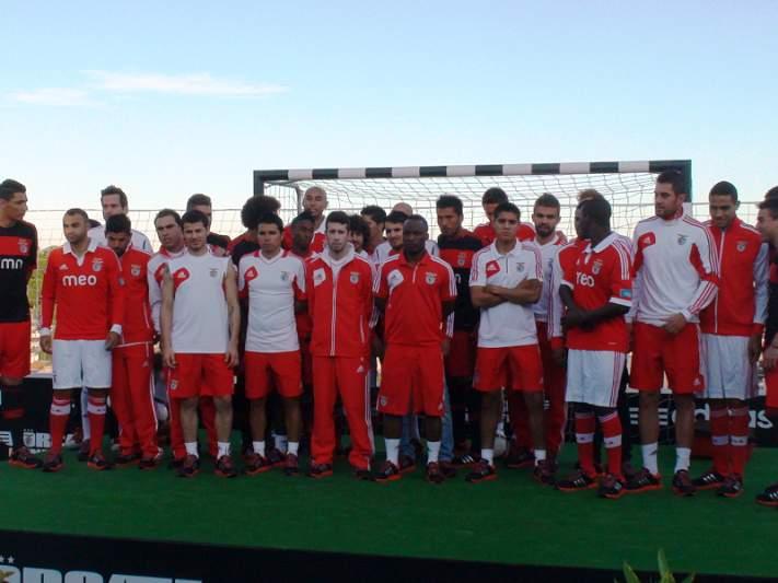 Benfica apresenta equipamentos da nova época