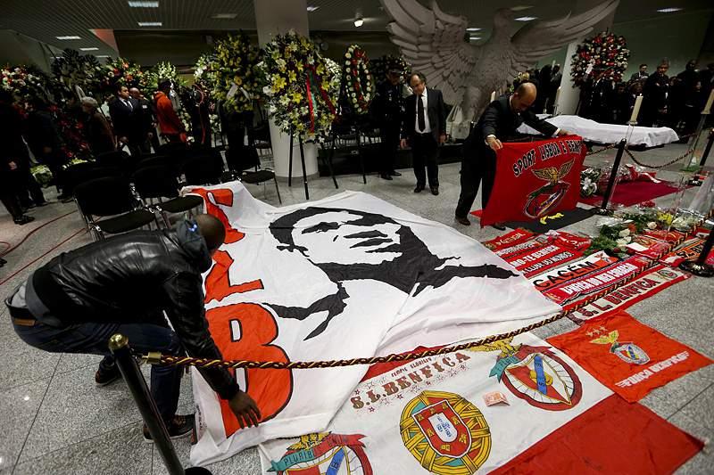 Embaixada de Portugal na China abre Livro de Condolências