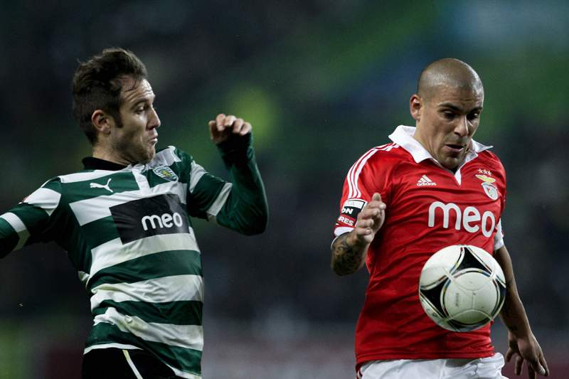 FIFA afasta Maxi Pereira do dérbi com Sporting