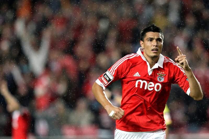 Homens do ataque devolvem Benfica à liderança