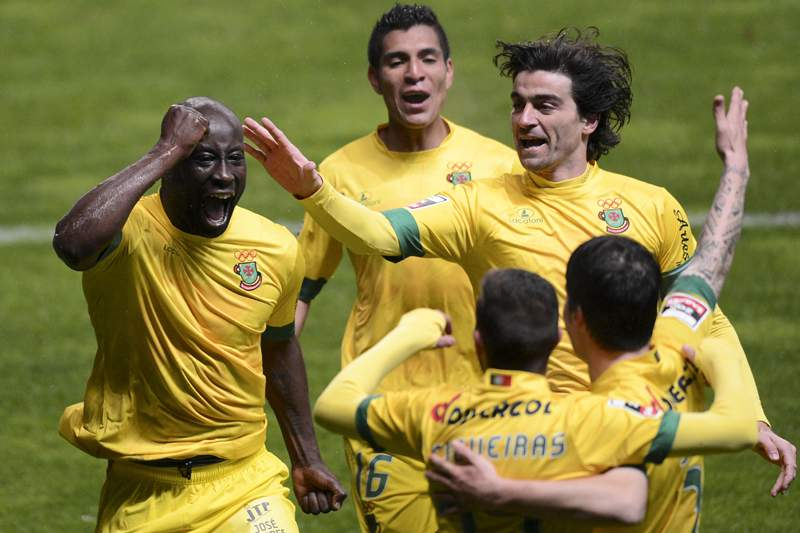 Jogadores do Paços de Ferreira festejam mais um golo.