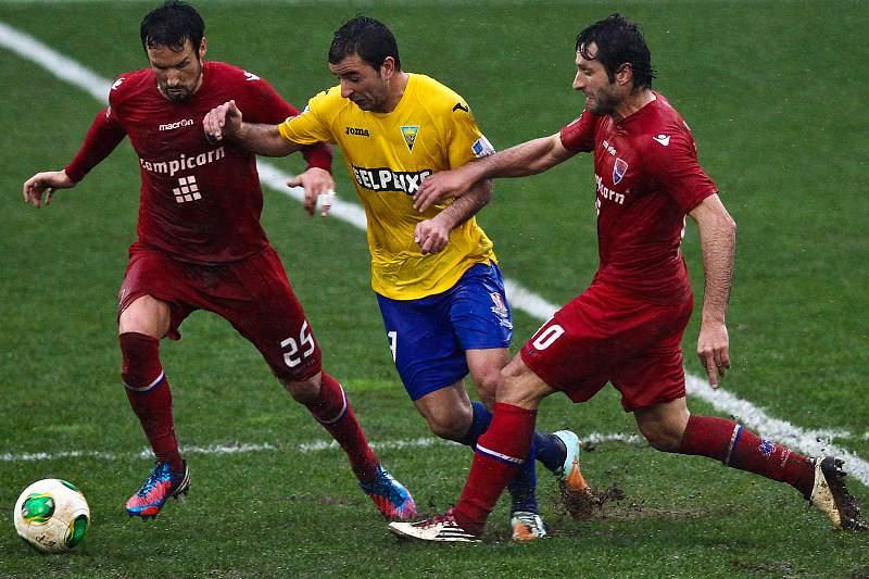 Gil Vicente vence no Estoril e sai de zona de despromoção