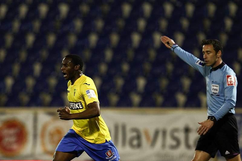 Estoril e V. Guimarães fecham a 11ª jornada