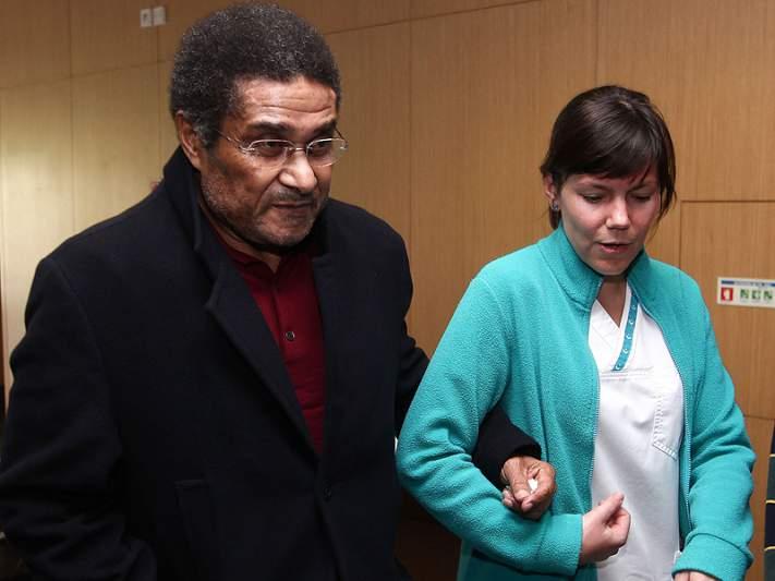 Eusébio volta a ser internado no Hospital da Luz