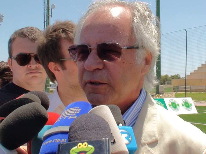 Godinho Lopes anuncia avançado e central