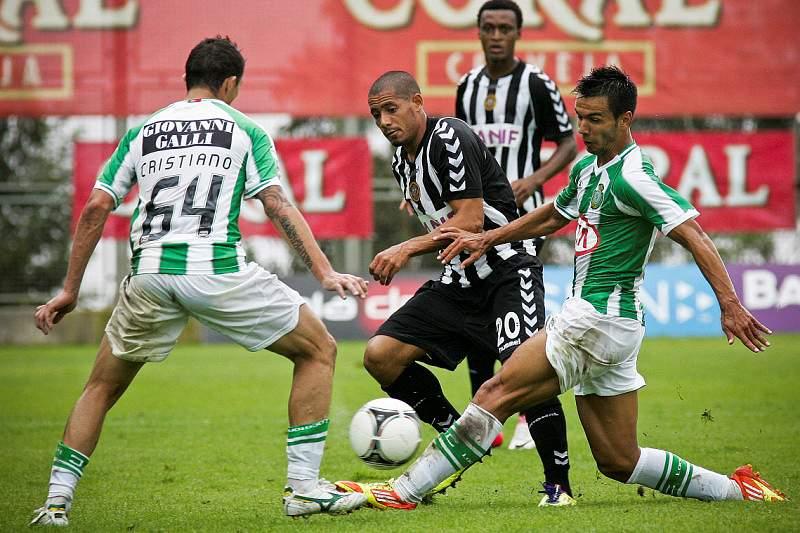 Nacional deixa-se empatar por Vitória com 10