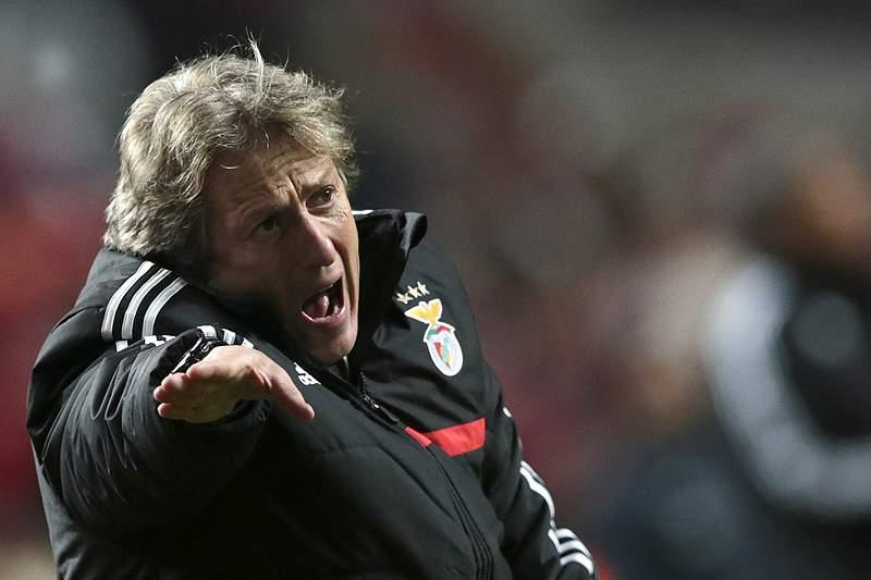 Benfica domina as primeiras páginas