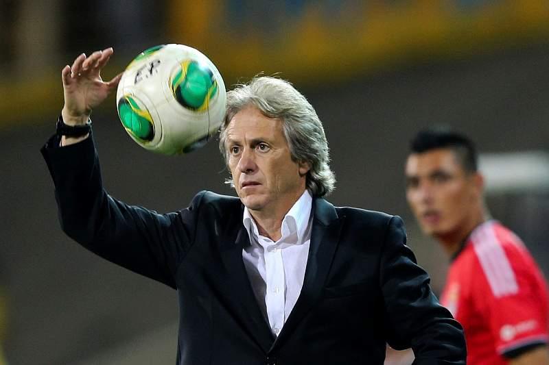Jesus apela à humildade do Benfica